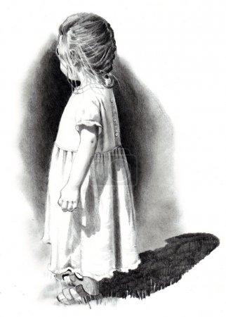 Photo pour Un réalisme à main levée, dessin d'une petite fille en robe, debout dans un fort ensoleillement, à la recherche de la visionneuse. - image libre de droit