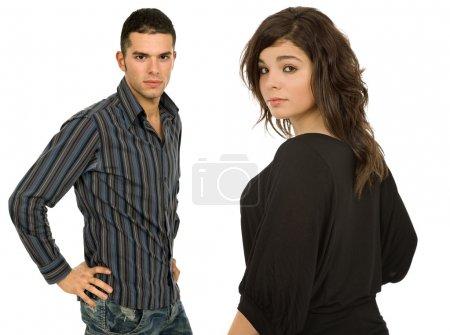 Photo pour Portrait de jeune couple occasionnel en fond blanc - image libre de droit