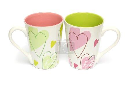 Photo pour Deux tasses avec un cœur pour les amoureux d'isolé sur blanc - image libre de droit