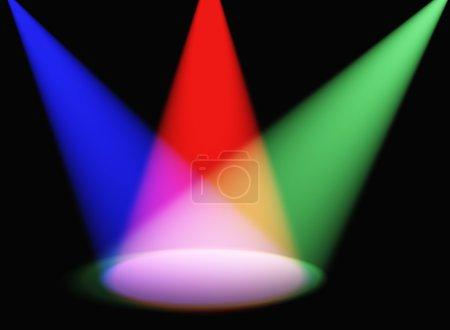 Photo pour Lumière volumétrique. Rayons de lumière provenant des projecteurs sur une surface - image libre de droit