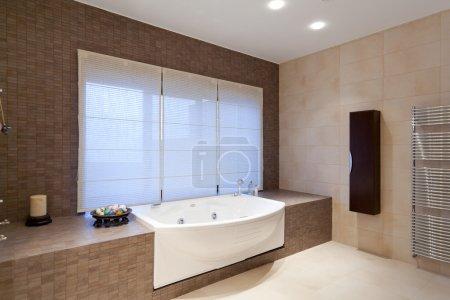 Photo pour Salle de bain complète - image libre de droit