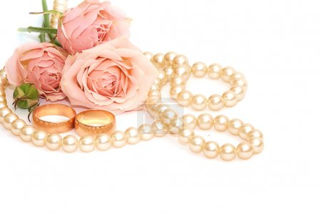 Two golden rings, pearls and flowers