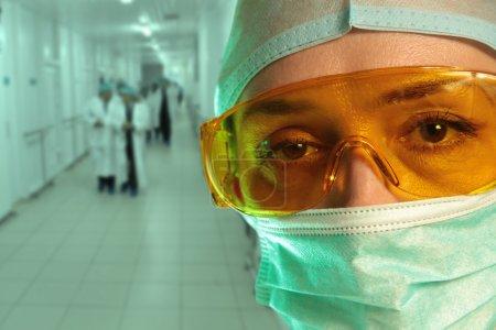 Photo pour Portrait d'un femme chirurgien - image libre de droit