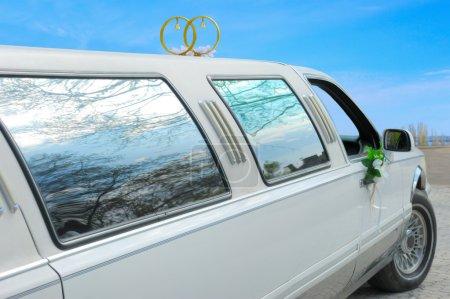 Photo pour Décoré voiture de mariage - image libre de droit