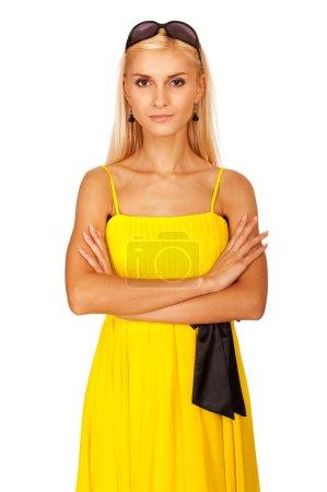 Foto de Retrato de mujer encantadora joven vestida de amarillo, está aislado sobre fondo blanco - Imagen libre de derechos