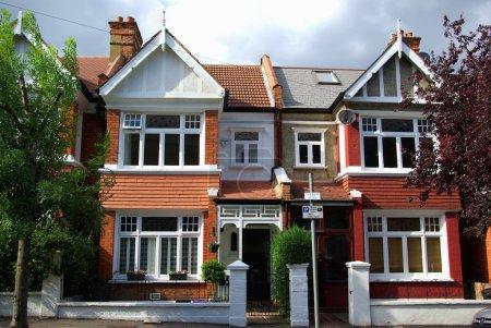 Photo pour Confortables maisons anglais à wimbledon, Londres - image libre de droit