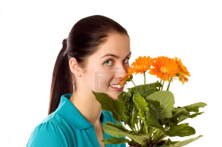 Photo pour Young smiling woman with gerber flowers (isolated on white) - image libre de droit