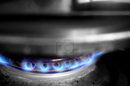 Photo pour Pot sur le gaz - image libre de droit