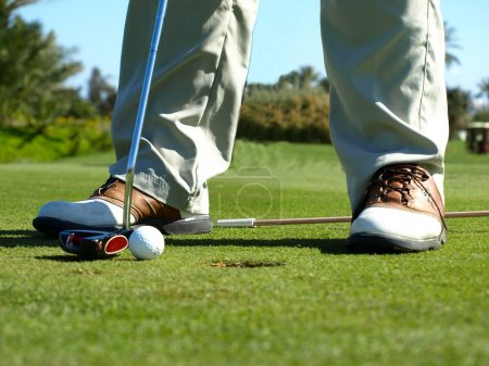 Golf club: golfer concentrating on the 1