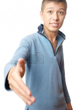 Photo pour Garçon de handshaking sur fond blanc comme un symbole de l'amitié - image libre de droit