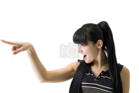 Photo pour Femme athlétique en pointant un doigt dans la direction isolée sur blanc - image libre de droit