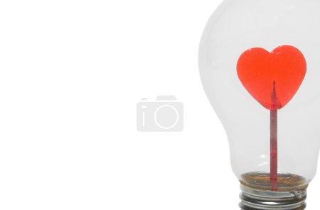 Photo pour Un cœur dans une ampoule . - image libre de droit