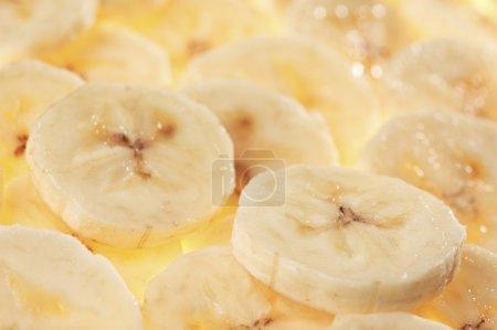 Foto de Rebanadas de plátano maduro. centrarse en el plátano bien - Imagen libre de derechos