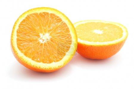 Photo pour Orange tailladé par moitié isolée sur blanc. - image libre de droit