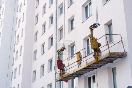 levage sur chantier de construction du logement