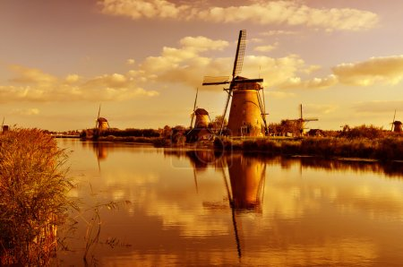 Photo pour Moulin à vent à Kinderdijk, Hollande - image libre de droit