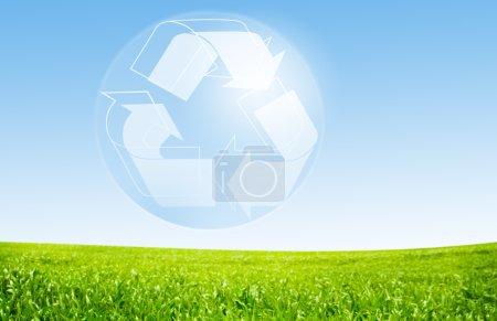Photo pour Concept d'écologie avec herbe verte - image libre de droit