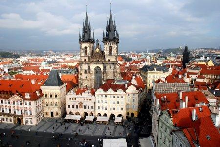 Foto de La principal iglesia de la vieja ciudad de Praga República Checa - Imagen libre de derechos