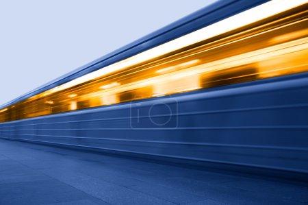 Photo pour Métro. Station de métro. Train en mouvement - image libre de droit