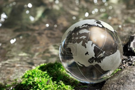 Photo pour Cours d'eau, globe, écologie - image libre de droit