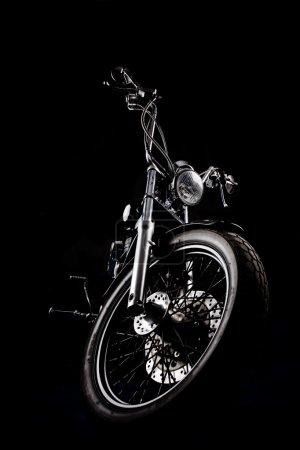 Photo pour Hachoir moto avant isolé sur noir - image libre de droit