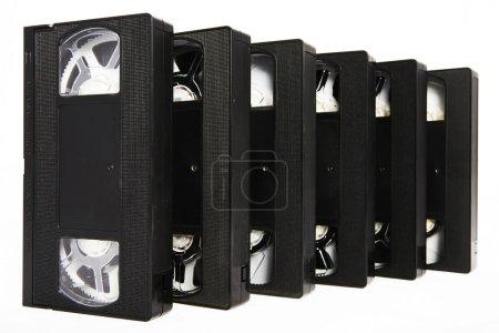 Photo pour Plusieurs vidéocassettes vhs noir sur fond blanc - image libre de droit