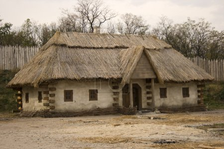 antigua casa tradicional ucraniana