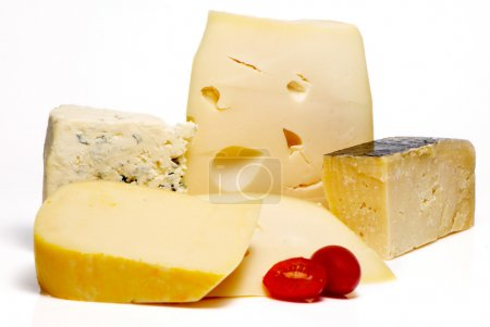 Photo pour Fromage différente sortes sur fond blanc - image libre de droit