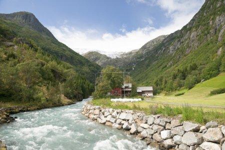 Photo pour Folgefonna, le 3ème plus grand glacier de Norvège, couvre 205 kilomètres carrés, et est de 37 kilomètres du nord au sud, 16 kilomètres à son plus large. Au plus profond de lui - image libre de droit
