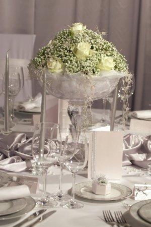 Photo pour Détail d'une table pour le dîner de mariage fantaisie - image libre de droit