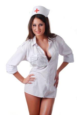 Photo pour Belle infirmière en manteau blanc et capuche avec croix - image libre de droit
