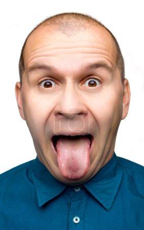 Photo pour Homme adulte coller la langue dehors isolé sur fond blanc - image libre de droit