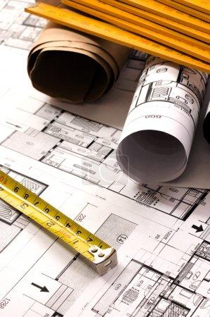 Photo pour Planification de l'architecture d'intérieurs designe sur papier avec le mètre - image libre de droit