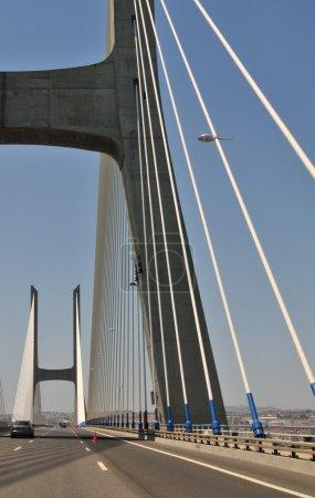 Photo pour Le plus long pont d'Europe à Lisbonne (y compris les viaducs), avec une longueur totale de 17,2 km . - image libre de droit