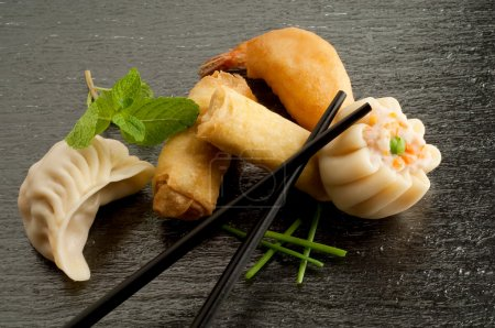 Mix dim sum and roll spring