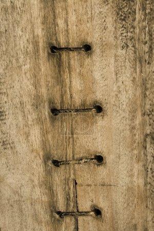 Photo pour Bateau en bois avec mailles centrales fond texturé - image libre de droit