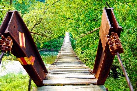 Photo pour Vieux pont en bois - image libre de droit