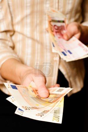 Giving Euro banknotes