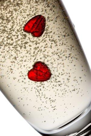 Photo pour Deux coeurs en champagne. - image libre de droit
