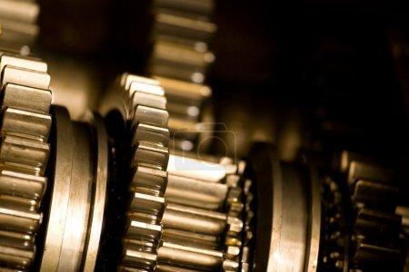 Photo pour Roues neuves brillantes d'une machine industrielle . - image libre de droit