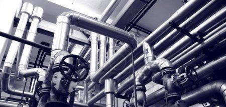 Photo pour L'industrie pétrolière et gazière systèmes industrie pétrolière et gazière pipes, concept énergétique, concept des systèmes de l'industrie - image libre de droit