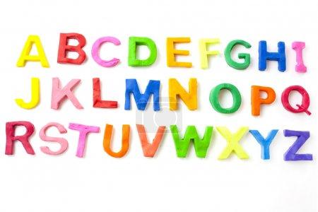 Photo pour Lettres de l'alphabet de childrens modélisation argile ou play doh - image libre de droit