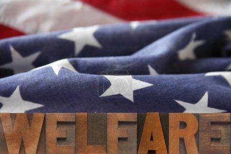 Photo pour Le bien-être de mot sur un fond de drapeau américain - image libre de droit