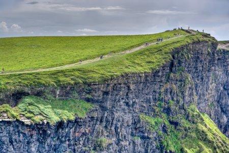 Photo pour Le sommet des falaises de Moher en Irlande - image libre de droit