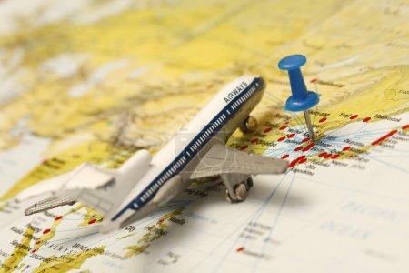 Photo pour Gros plan de Séoul Corée du Sud sur la carte avec avion jouet . - image libre de droit