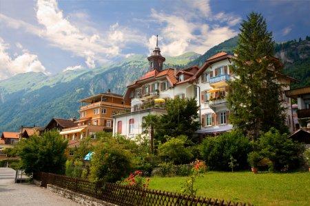 Foto de Esta es una vista del municipio de brienz en el distrito de interlaken, en el cantón de Berna en Suiza. - Imagen libre de derechos