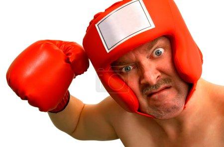 Photo pour Un boxeur veut frapper quelqu'un ou quelque chose sur quelque chose. Une légende pourrait être insérée sur l'étiquette avant du boxeur . - image libre de droit