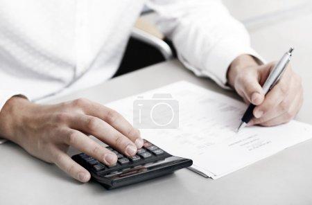 Photo pour Compte tenu des coûts, peut être utilisé soit pour la croissance future ou les pertes - image libre de droit