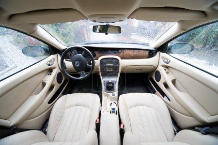 Photo pour Intérieur de la limousine exclusif - photo prise par objectif 12-24mm à 12mm - image libre de droit