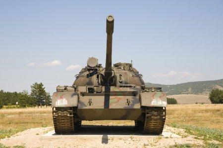 Photo pour Char lourd T-80 en Croatie - restes après la guerre civile - image libre de droit